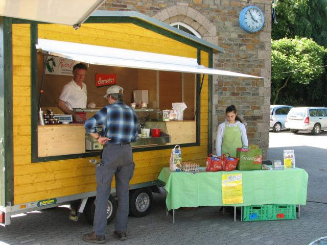 Ziegenmilchprodukte vom Rechhof auf dem Bad Bodendorfer Wochenmarkt